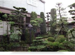 日本家屋だけでなく洋風建屋にもマッチする庭園造り